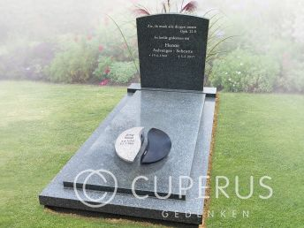 Urn op grafmonument